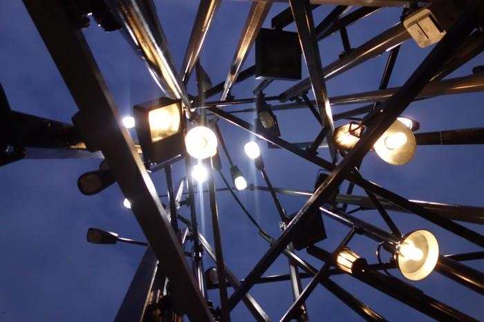 «Light Poles» de Tadashi Kawamata